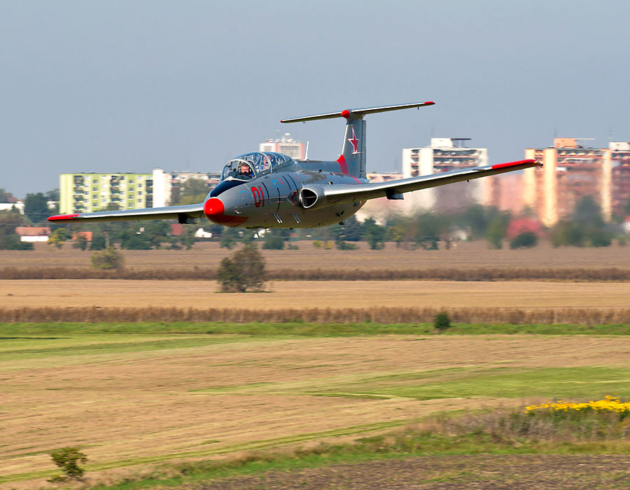 L-29 Delfin in der Slowakei fliegen