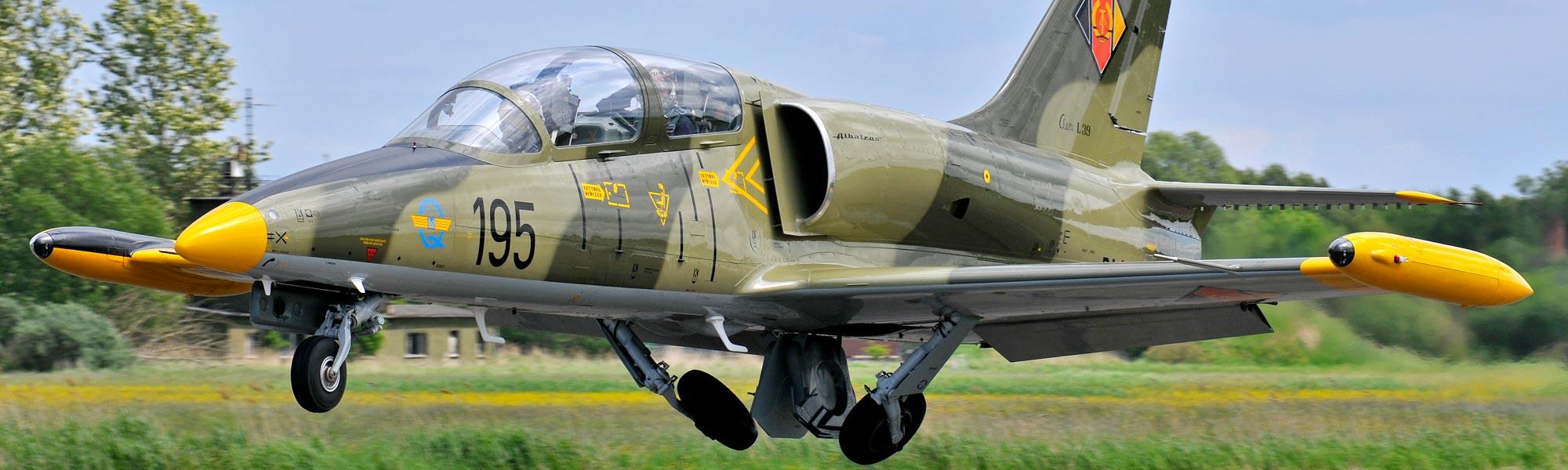 L-39 Albatros fliegen