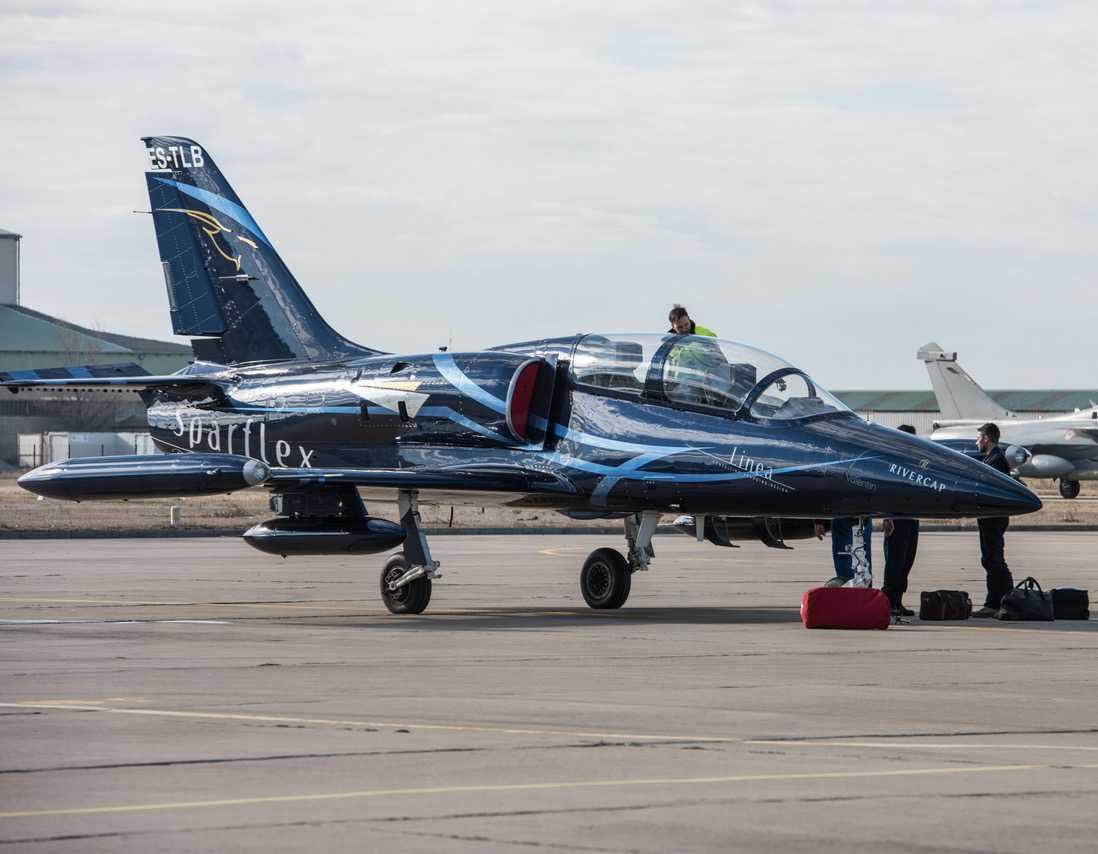 L-39 Albators Jetflug über Paris