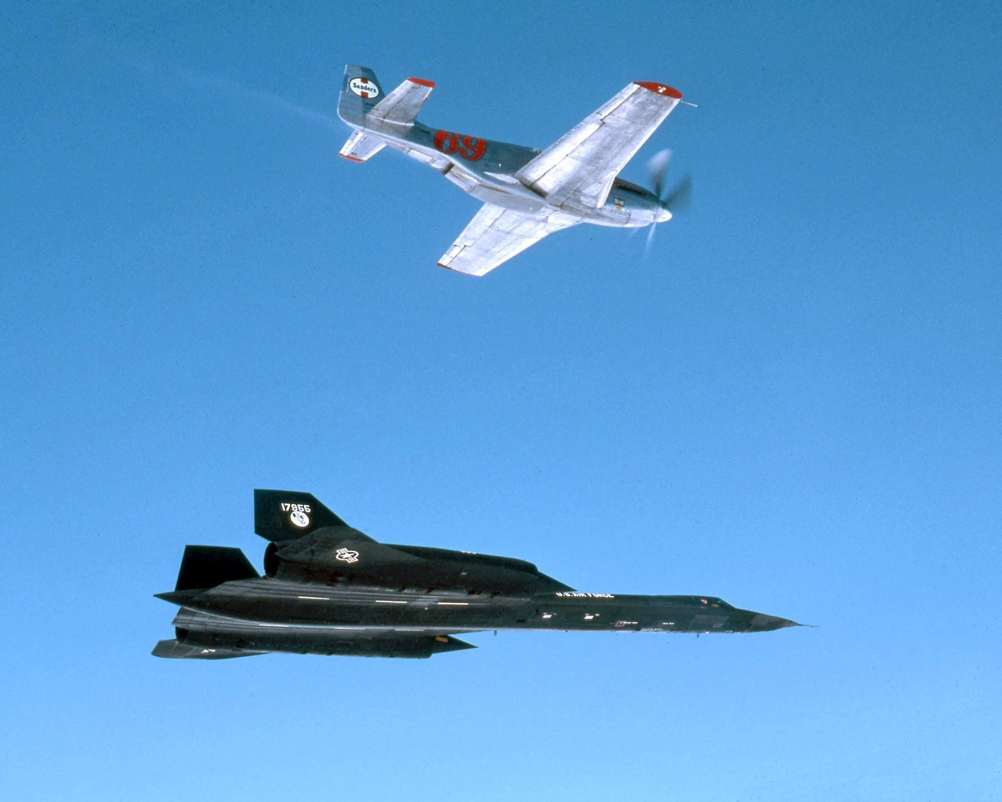 The fastest prop and fastest jet perform the fastest formation record