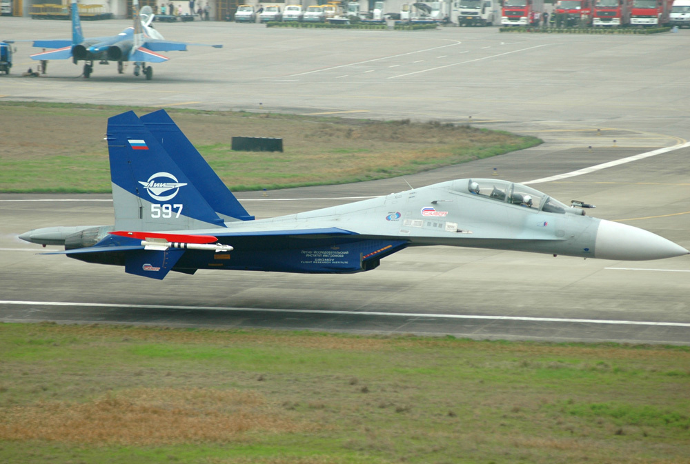 Sukhoi Su-30LL demonstrator - Kvochur low pass